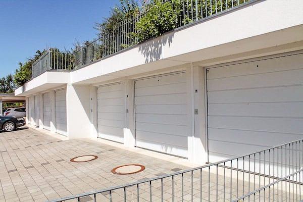 Garagenvordach mit Brüstungen